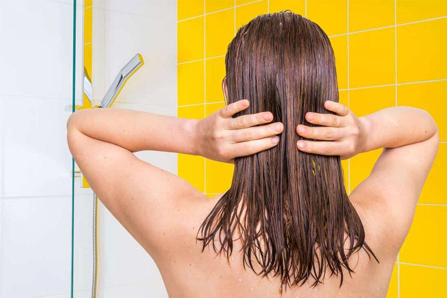 Sử dụng dầu gội và dầu xả dành cho tóc khô